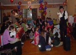 ron the magician performing magic for childrens party